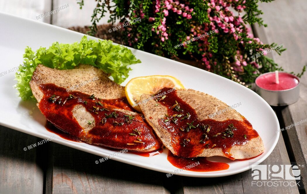 Imagen: Plaice with red sauce on white plate.