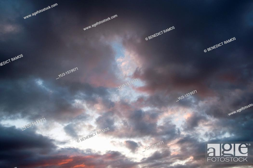 Stock Photo: Mass of moody clouds in evening sky.