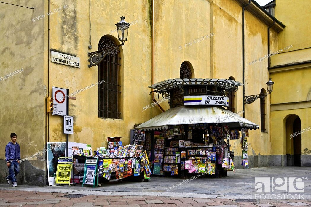 Stock Photo: Italy, Liguria, Genoa, news kiosk near the church.