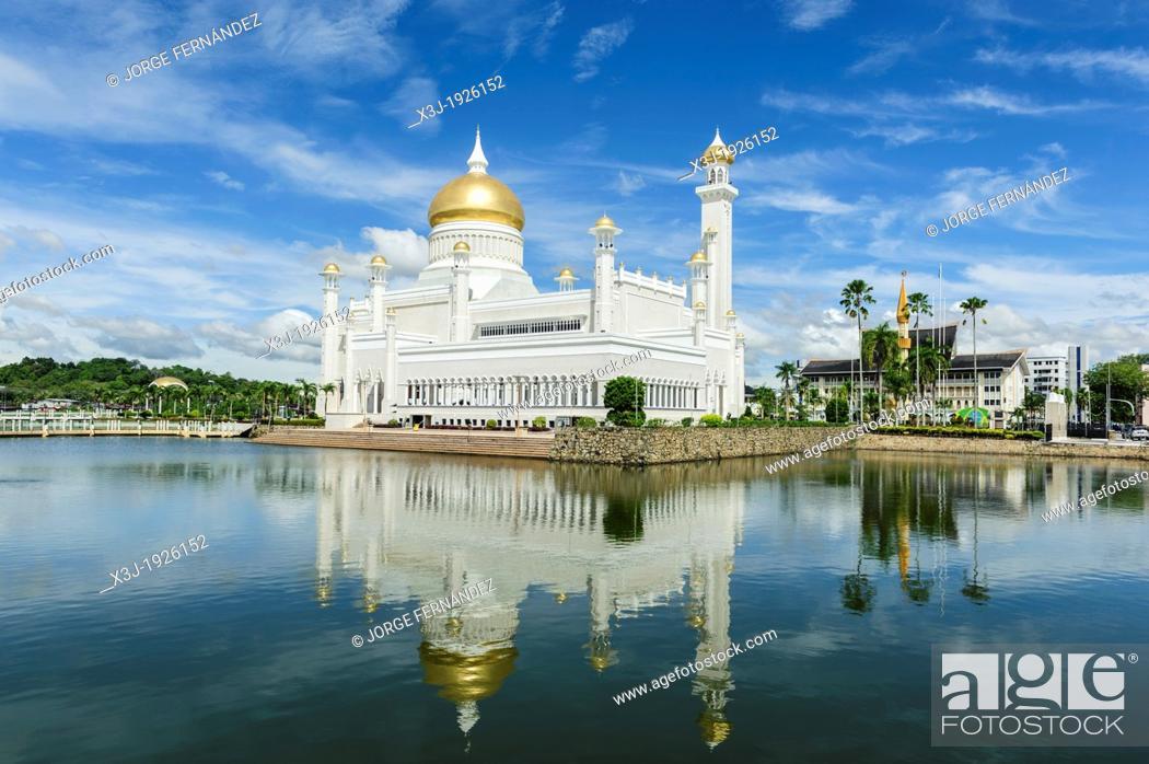 Stock Photo: View of Omar Ali Saifuddien Mosque, Bandar Seri Bengawan, Brunei, Borneo, Asia.