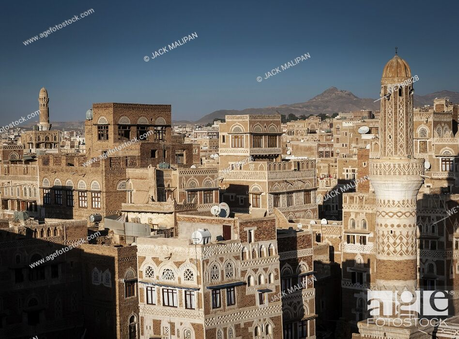 Imagen: view of downtown sanaa city old town traditional arabic architecture skyline in yemen.