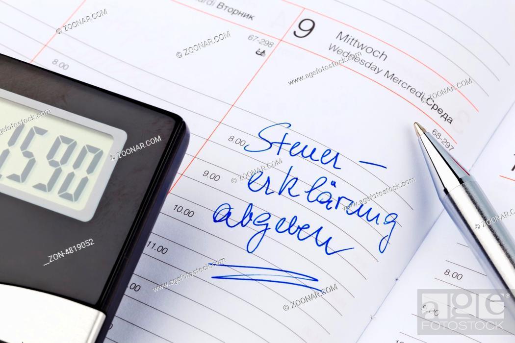 Imagen: Ein Termin ist in einem Kalender eingetragen: Steuererklärung abgeben.
