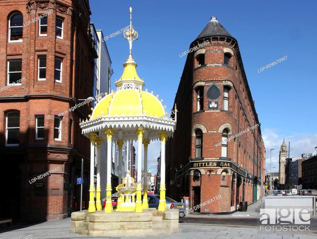 Stock Photo: Northern Ireland, County Antrim, Belfast, Jaffe Fountain, Bittles Bar and the Albert Memorial Clock Tower, three 18th century Belfast landmarks.