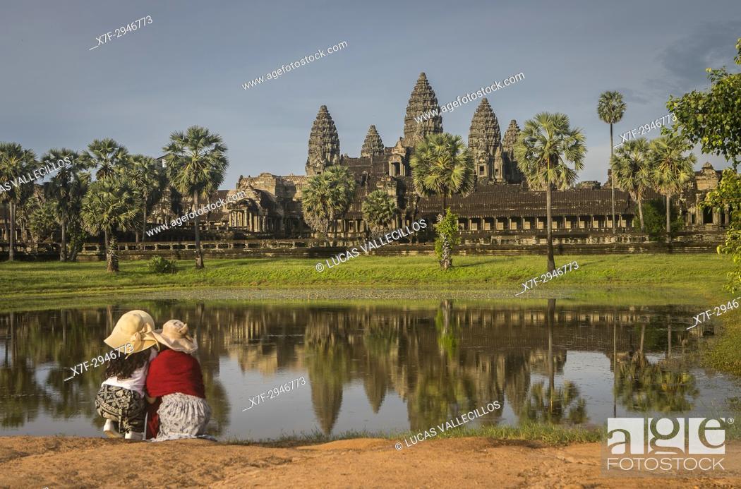 Stock Photo: Tourists, Angkor Wat, Siem Reap, Cambodia.