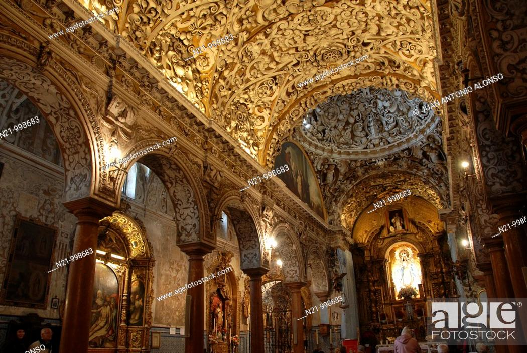 Imagen: Exhuberant Baroque interior of Santa Maria la Blanca Church, which used to be a synagogue until the 14th century. Already a Christian Church.