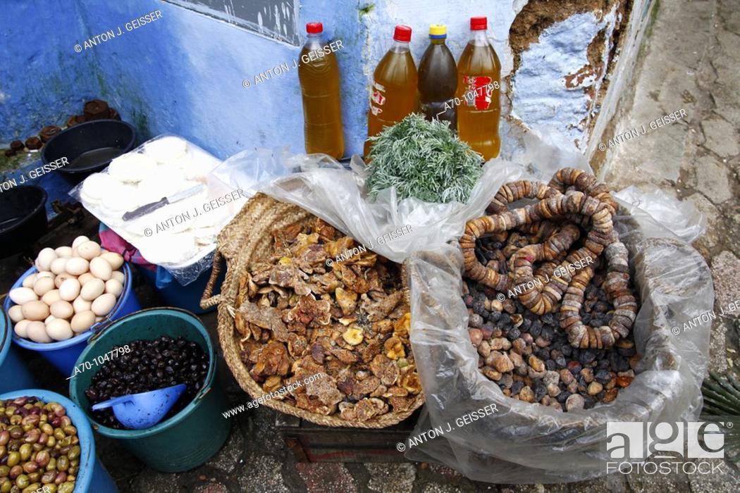 Stock Photo: Typischer Souk Verkaufsstand Chefchaouen Marokko Das schoenste Gebirgstaedtchen Marokkos 7 Maerz 2010.
