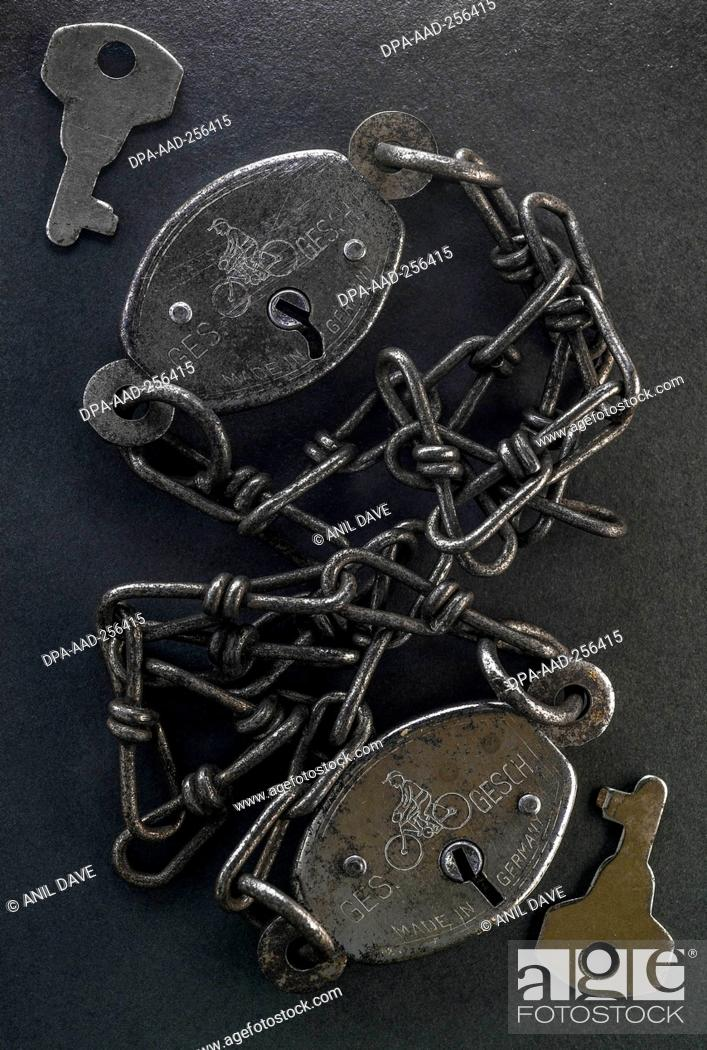 Photo de stock: Vintage German bike locking chain, india, asia.