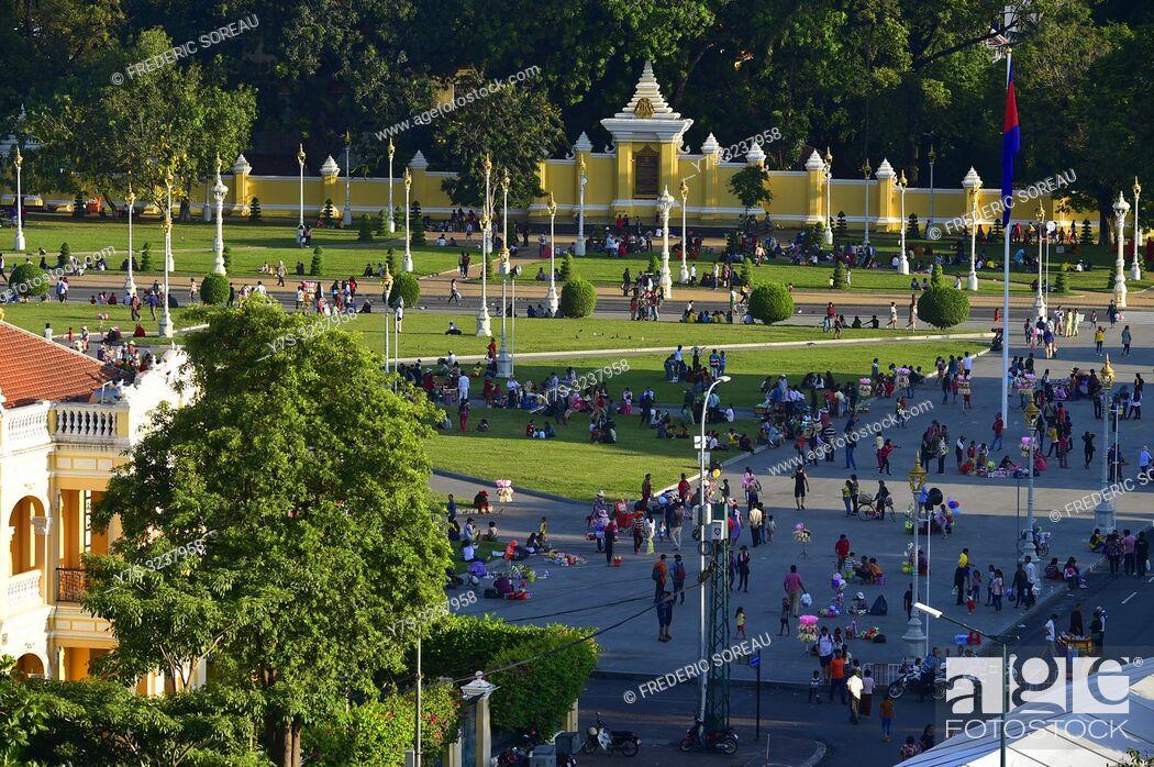 Stock Photo: Royal Palace square, Phnom Penh, Cambodia, South east Asia.