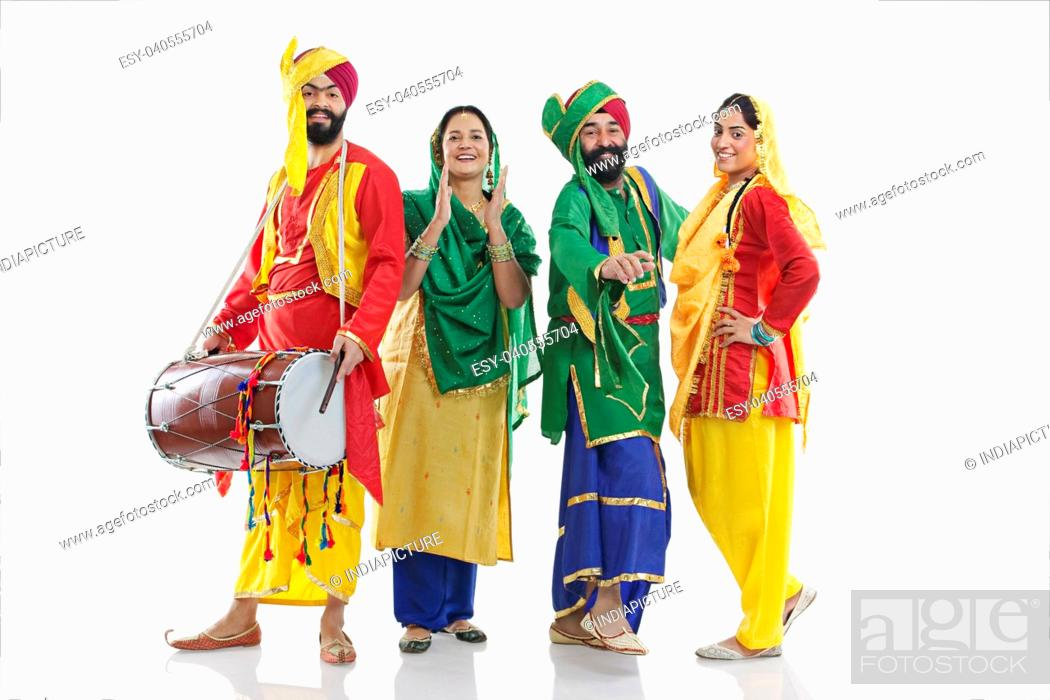 Imagen: Sikh family having fun.