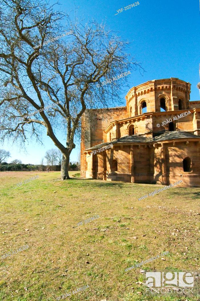 Imagen: Ruins of the Santa María de Moreruela monastery.