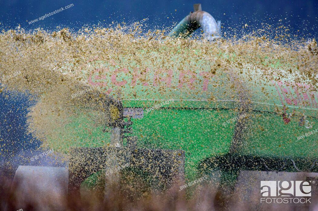 Imagen: application of liquid manure, Germany, Bavaria, Oberbayern, Upper Bavaria.