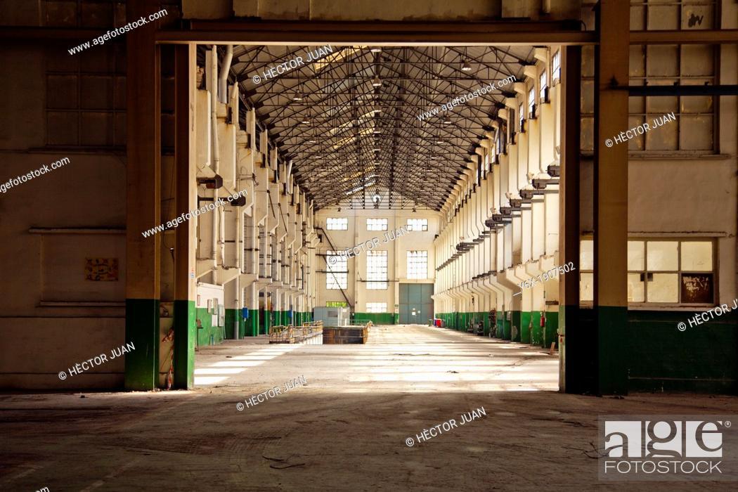 Imagen: abandoned factory.