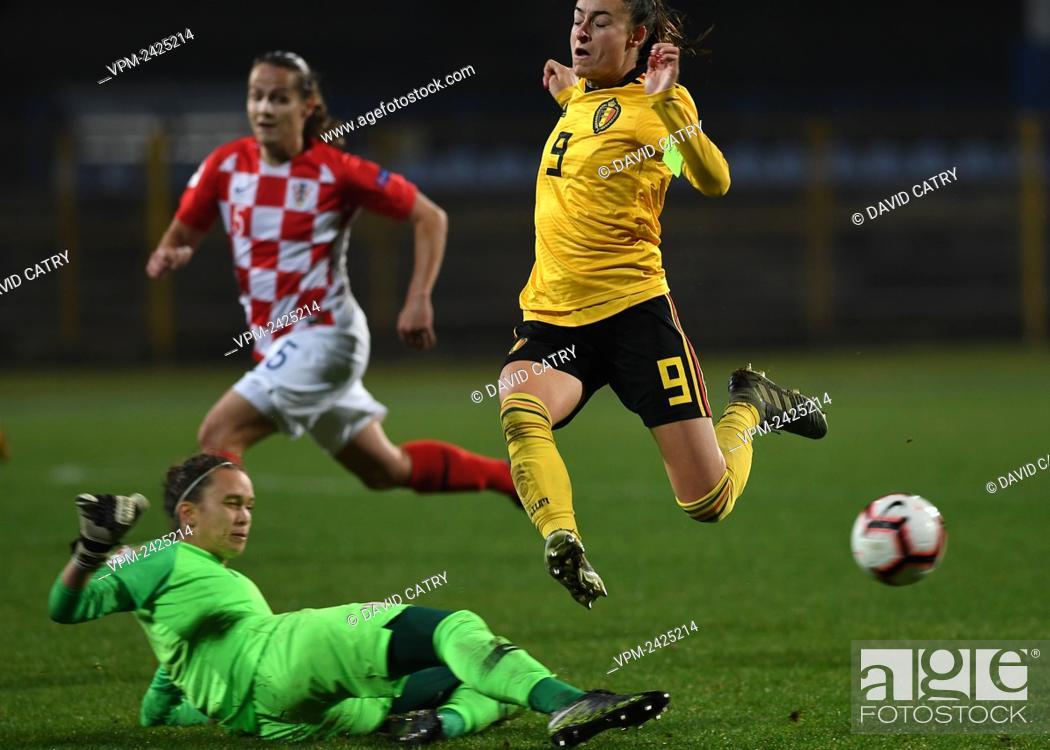 Stock Photo: Croatia's goalkeeper Doris Bacic and Belgium's Tessa Wullaert pictured in action during a soccer game between Croatia and Belgium's Red Flames.