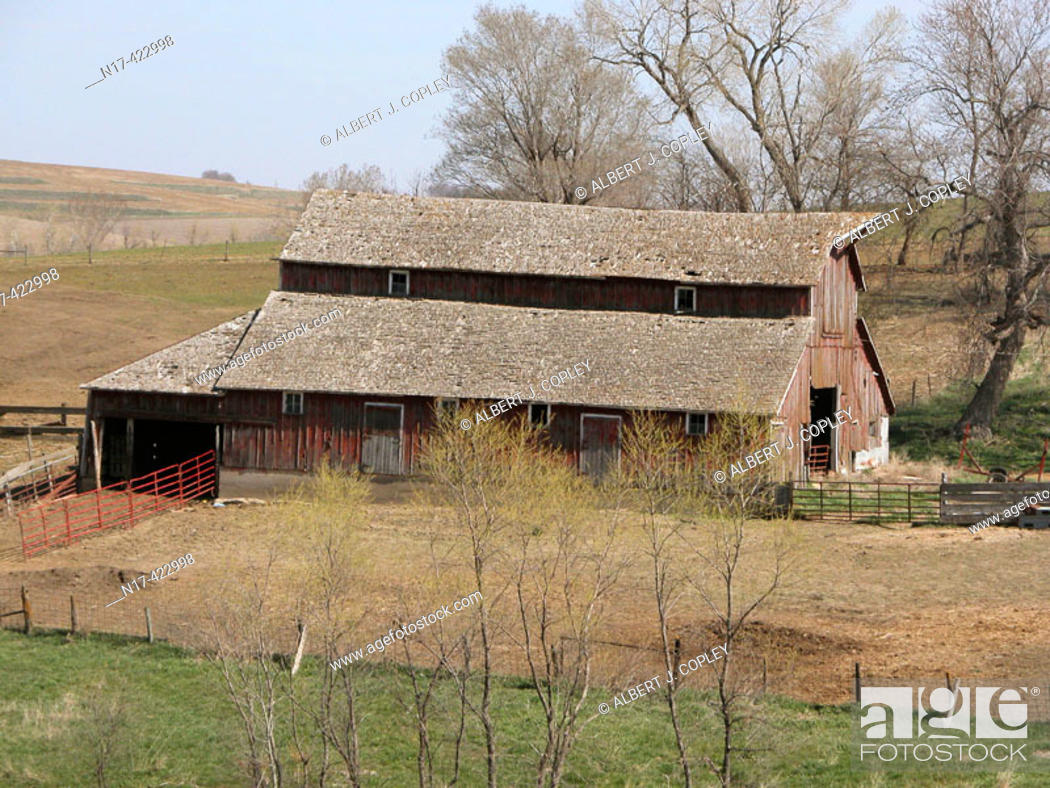 Stock Photo: old barn, midwestern United States.