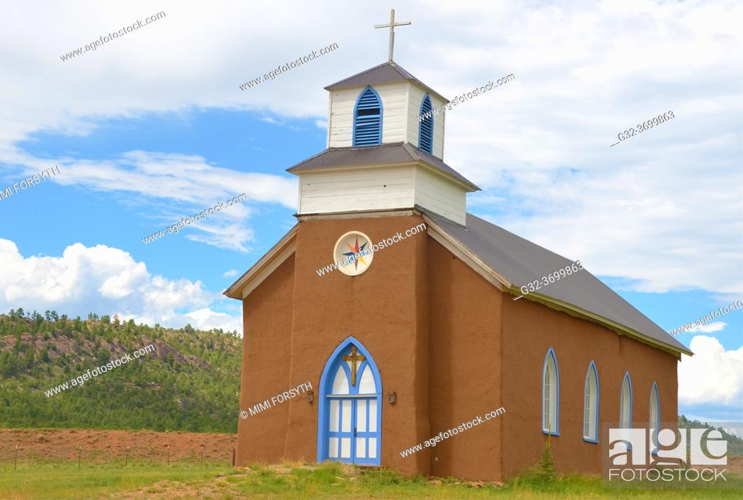 Imagen: San Rafael church, La Cueva, New Mexico. Unusual combination Gothic and adobe. Built 1862-1870.
