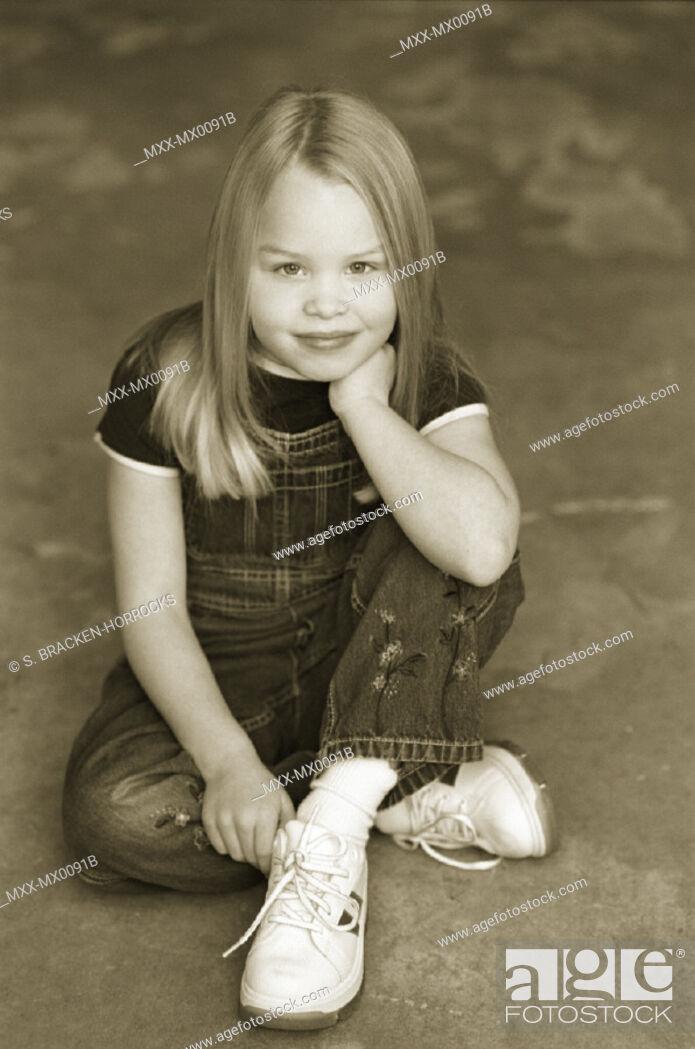Stock Photo: Girl sitting.