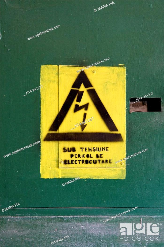 Stock Photo: Rumania, Sulina, Delta del Danubio, pueblo pesquero; señal aviso peligro de electrocutarse; alta tensión; texto en rumano.
