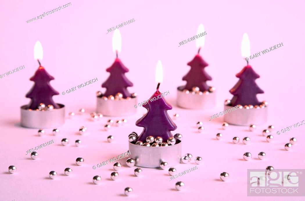 Imagen: Burning candles, Christmastree-shaped.
