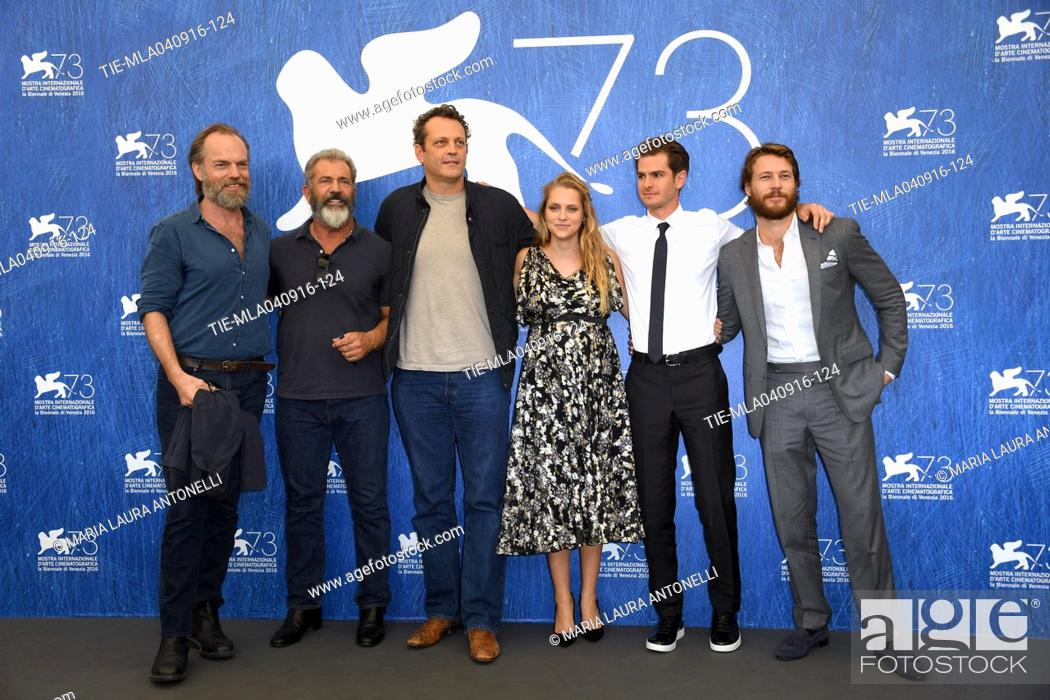 Il Regista Mel Gibson Ed Il Cast Con Andrew Garfield Teresa Palmer Vince Vaughn Hugo Weaving Stock Photo Picture And Rights Managed Image Pic Tie Mla040916 124 Agefotostock