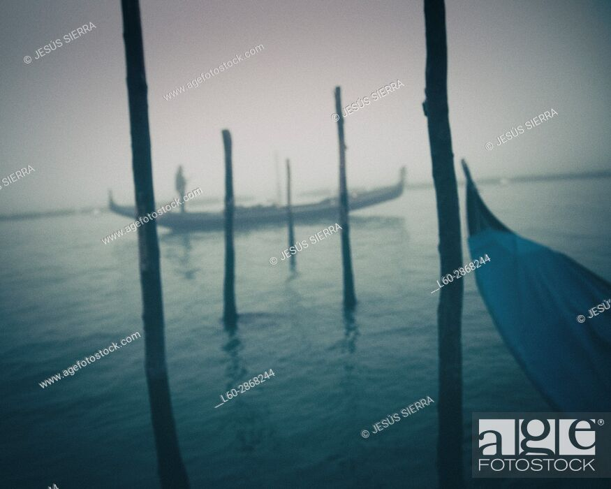 Imagen: Gondolier in Venice, San Marco, Italy.