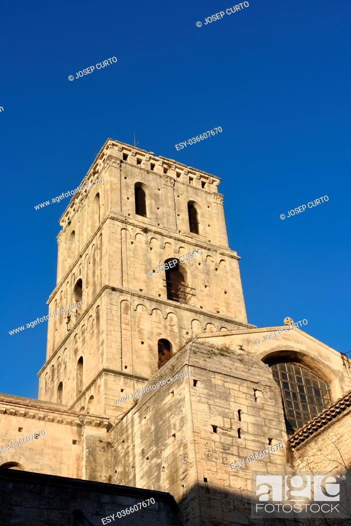 Photo de stock: Bell tower of Romanesque Cathedrale Saint-Trophime of Arles, France.