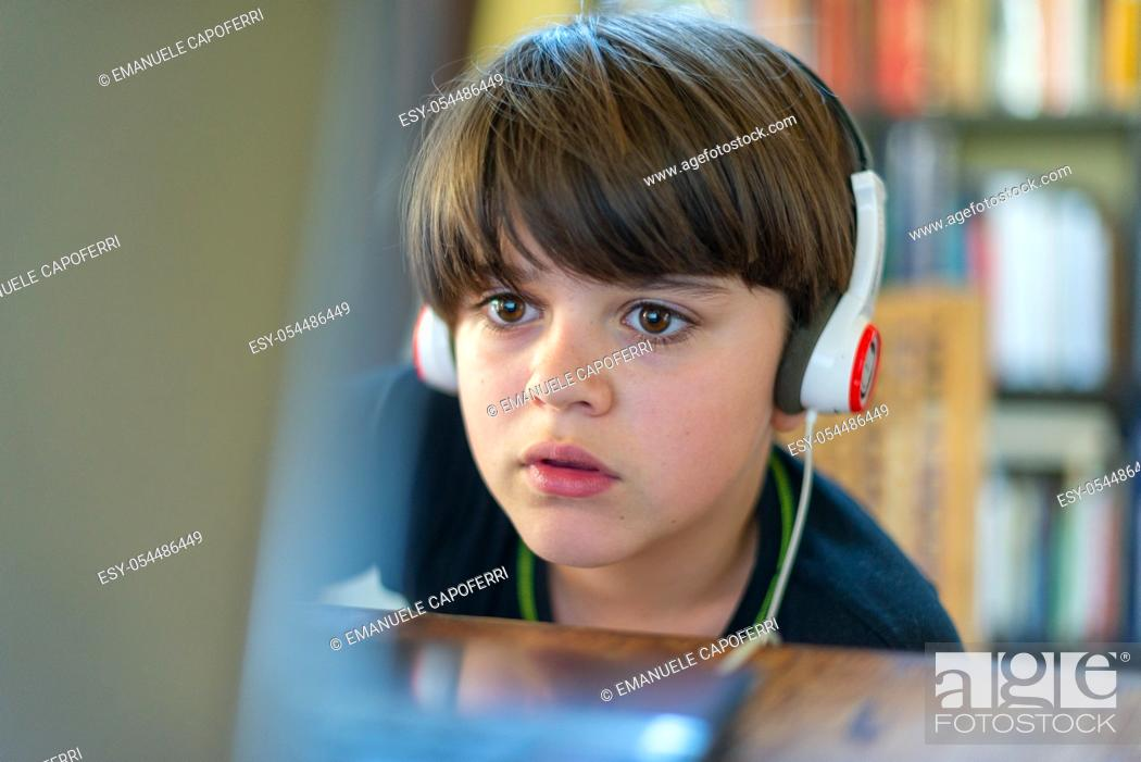 Imagen: child attends online school lessons because of covid 19 quarantine.