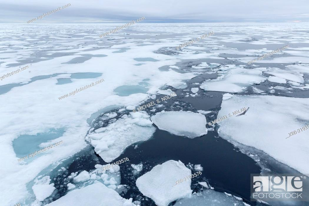 Imagen: Patterns in shore fast ice, Lancaster Sound, Nunavut, Canada.