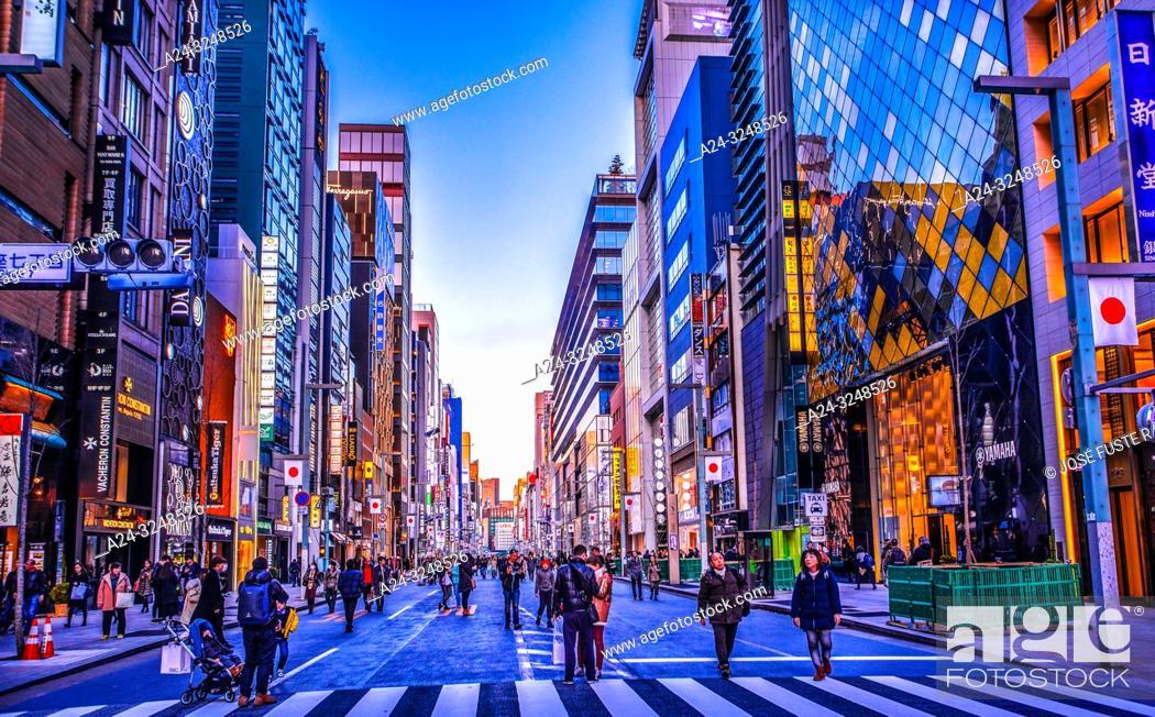 Imagen: Japan, Tokyo City, Ginza District, Chuo Avenue.