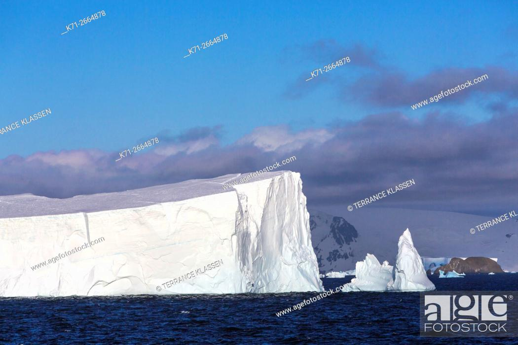 Stock Photo: The icebergs and mountains of Admiralty Bay, King George Island, Antarctica.