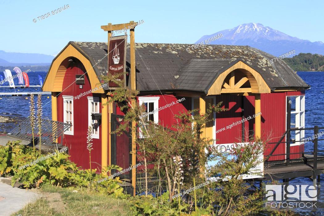 Stock Photo: Chile, Lake District, Puerto Varas, Lake Llanquihue, Calbuco Volcano, cabin,.