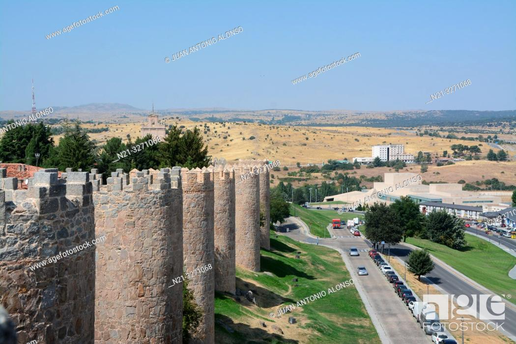Imagen: Partial view of the walls of the fortified city of Avila, Castilla-Leon, Spain, Europe.