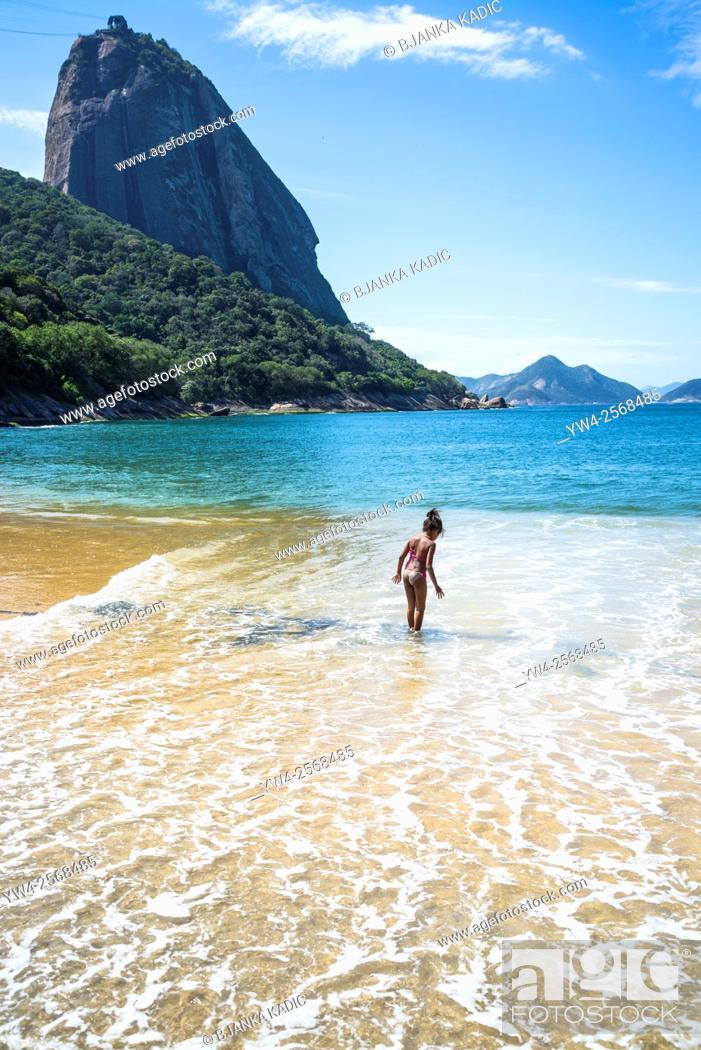 Stock Photo: Red Beach, Praia Vermelha and Sugar Loaf mountain, Rio de Janeiro, Brazil.