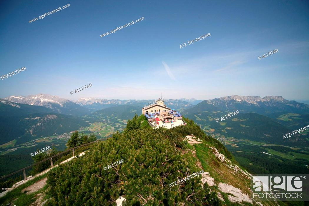 Photo de stock: EAGLES NEST, KEHLSTEINHAUS, HOCHKALTER, LATTENGEBIRGE & UNTERSBERG MOUNTAINS; NEAR BERCHTESGADEN, GERMANY; 10/06/2008.