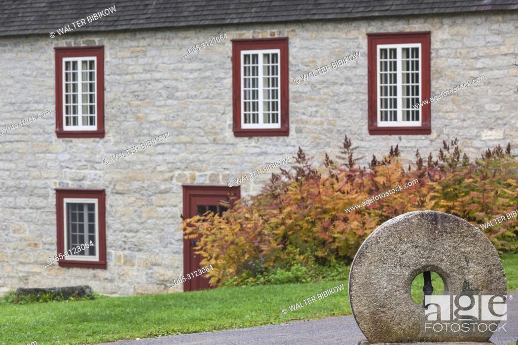 Imagen: Canada, Quebec, Capitale-Nationale Region, Deschambault, Moulin de la Chevrotiere, 16th century mill.