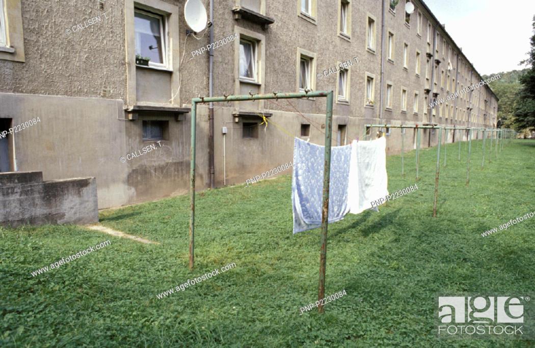 Wasche Trocknen Im Hinterhof Stock Photo Picture And