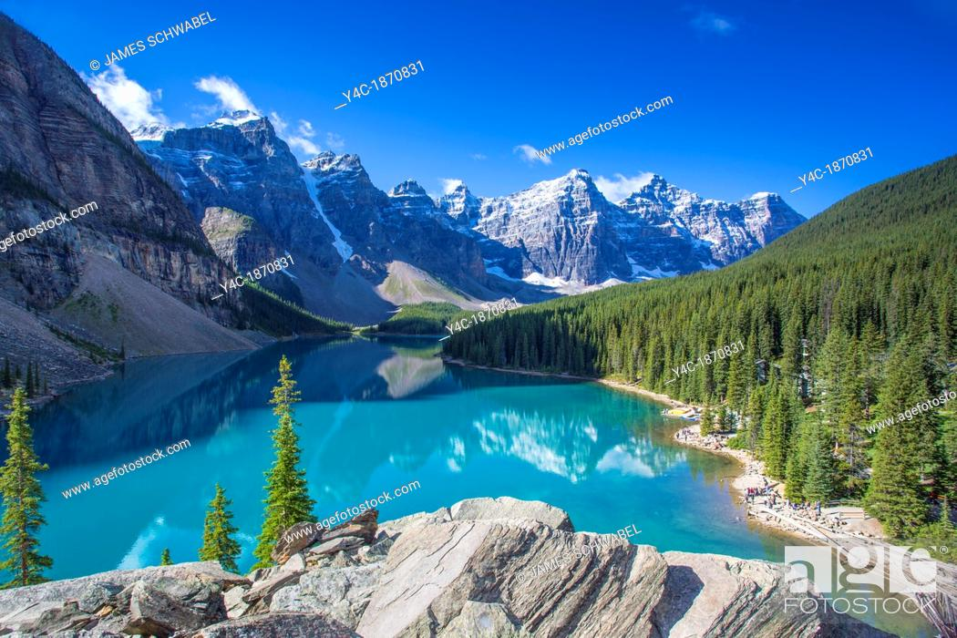 Imagen: Moraine Lake in the Valley of the Ten Peaks in Banff National Park in the Canadian Rockies in Alberta Canada.