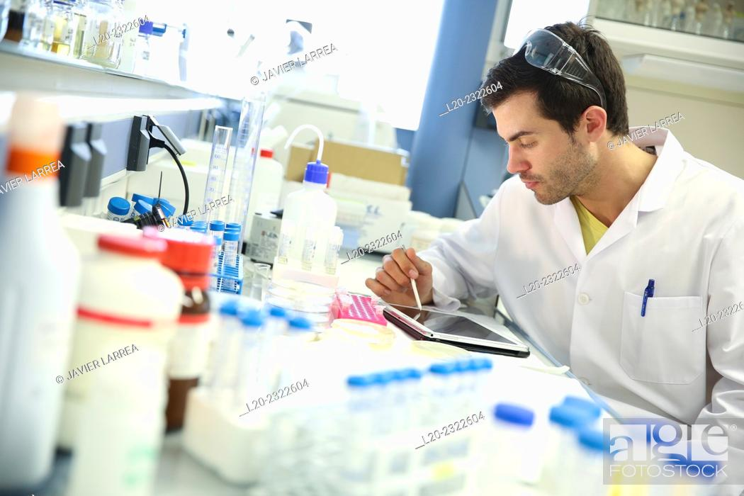 Stock Photo: Researcher. Organic lab. Chemical Analysis Laboratory. Technological Services to Industry. Tecnalia Research & Innovation, Donostia, San Sebastian, Gipuzkoa.