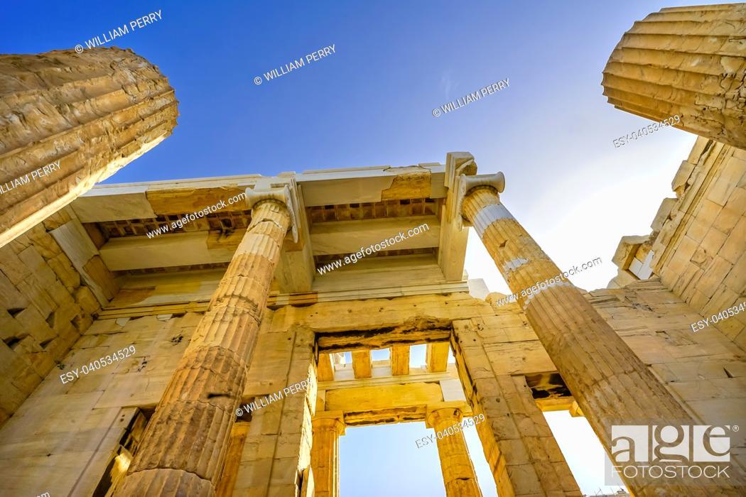Imagen: Propylaea Ancient Entrance Gateway Ruins Acropolis Athens Greece Construction ended in 432 BC.
