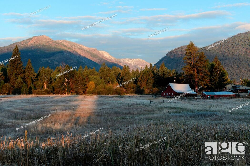 Stock Photo: North America, USA, Rocky Mountains, Montana, Bitterroot Valley barn.