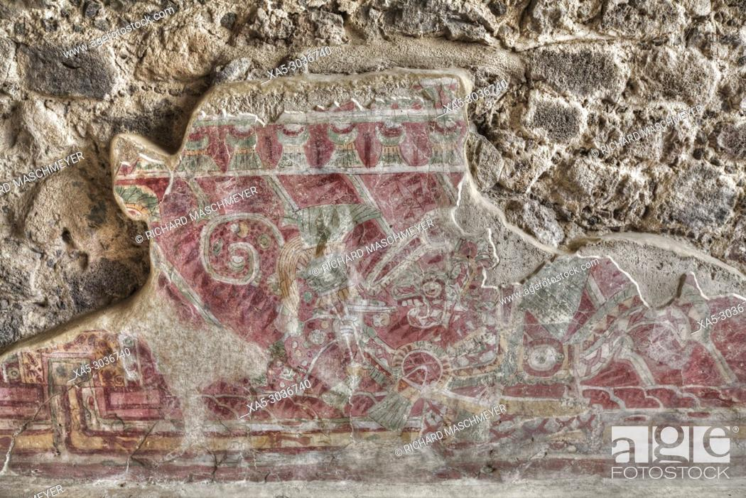 Photo de stock: Wall Mural of Human Dressed Jaguar Coat, Palace of Tetitla, Teotihuacan Archaeological Zone, State of Mexico, Mexico.