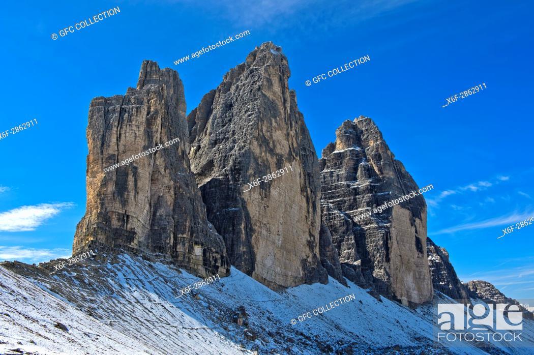 Photo de stock: Onset of winter at the Three Peaks Mountains, Tre Cime di Lavaredo, Drei Zinnen, Sesto Dolomites, South Tyrol, Trentino-Alto Adige, Italy.