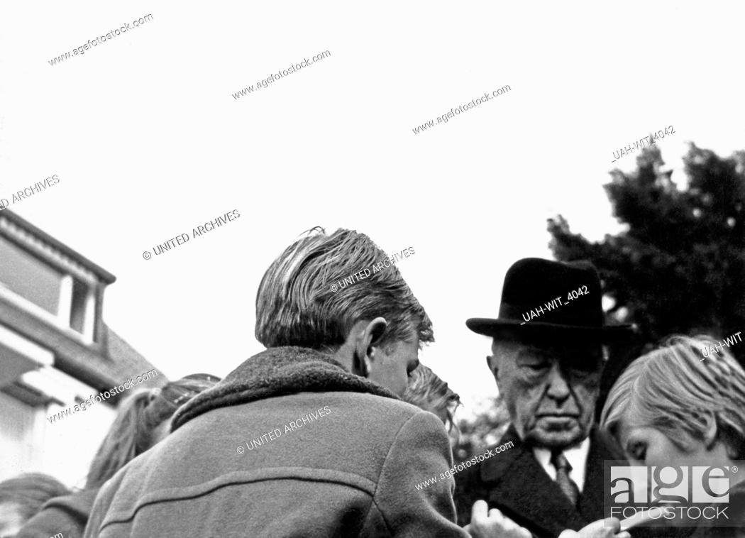Stock Photo: Der deutsche Bundeskanzler Konrad Adenauer, Deutschland 1960er Jahre. German chancellor Konrad Adenauer, Germany 1960s.