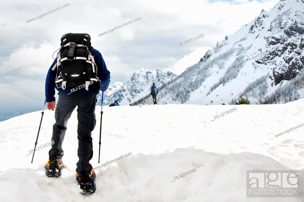 Stock Photo: Italy, Recoaro Terme, Man with snowshoes.