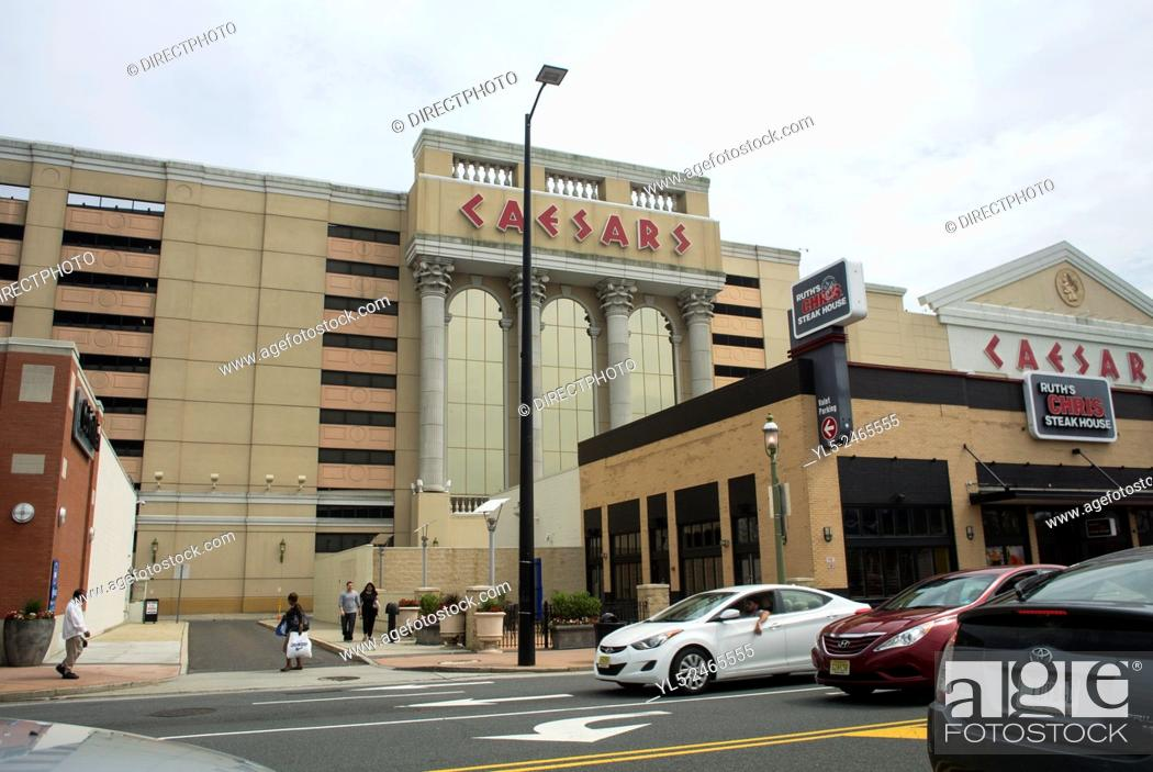 Imagen: Atlantic City, New Jersey, USA, Front Building, Caesar's Palace Gambling Casino, Street Scenes.
