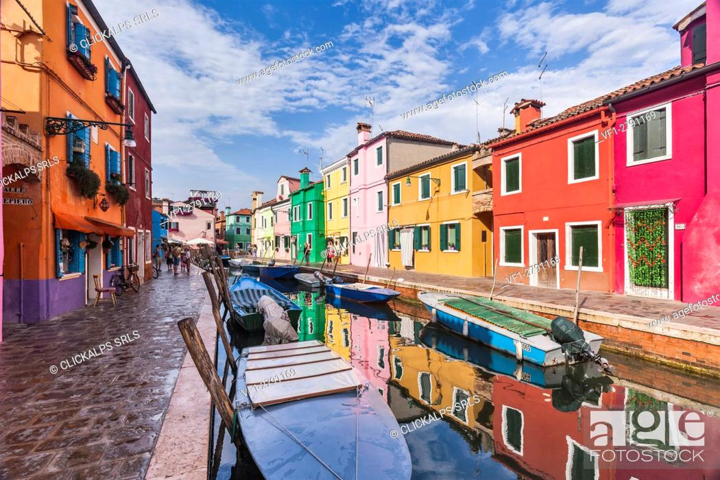 Imagen: Europe, Italy, Veneto, Venice. A beautiful classic view through the Burano canals.