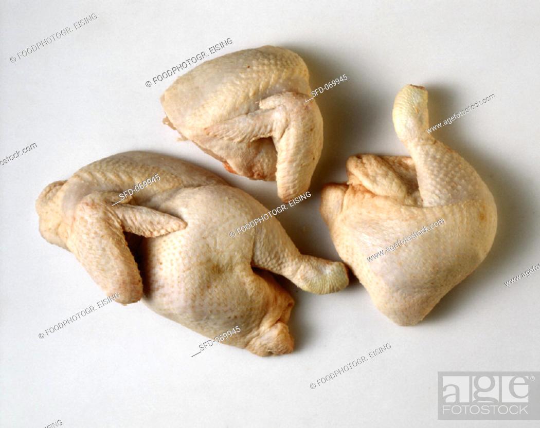 Photo de stock: Halved and quartered chickens.