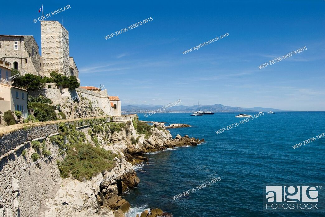 Imagen: Antibes, Picasso Museum above the ramparts of the old town, South of France.