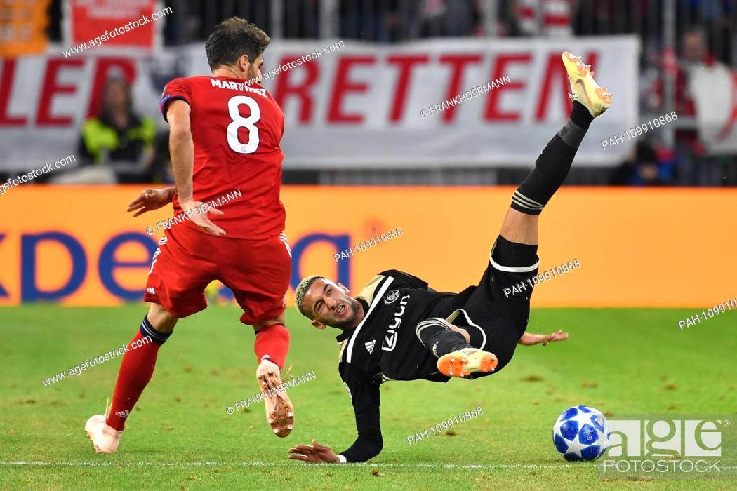 Javi (Javier) MARTINEZ (Bayern Munich) fouls Hakim ZIYECH