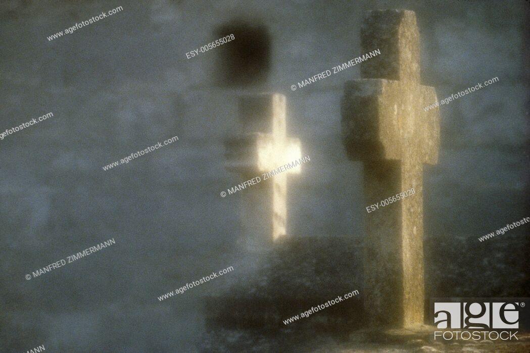 Stock Photo: Kreutze grave in the fog.