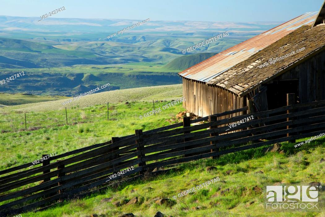 Stock Photo: Ranch barn, Columbia Hills State Park, Columbia River Gorge National Scenic Area, Washington.